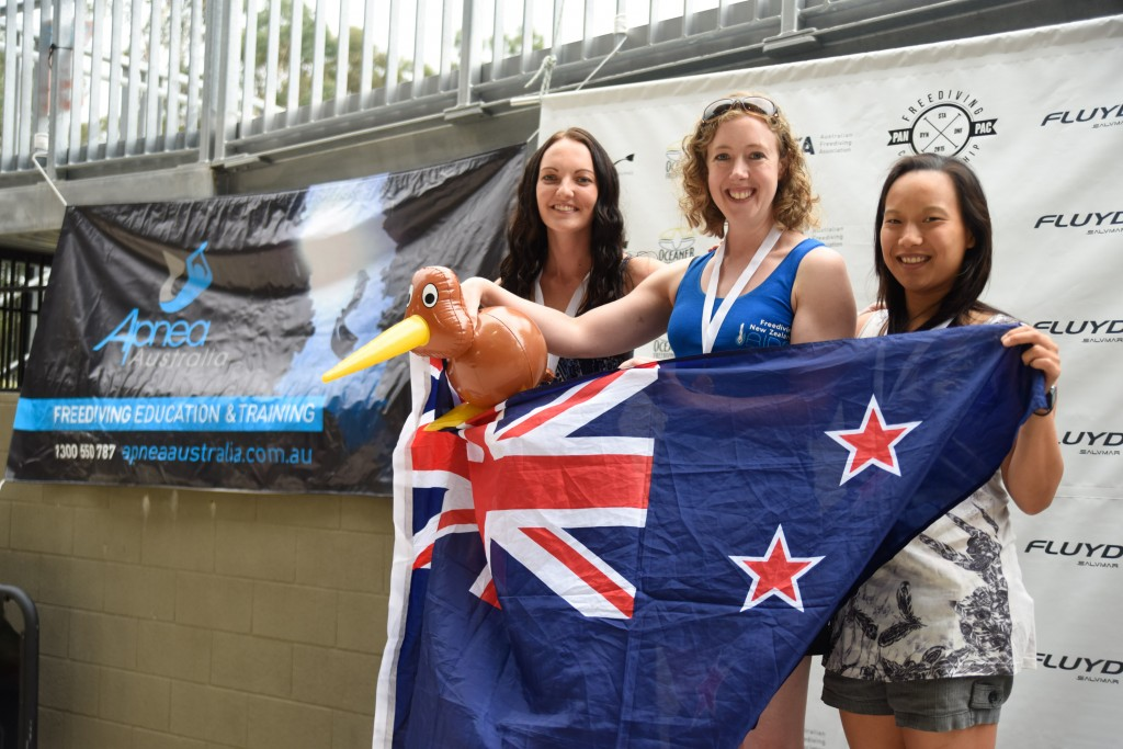 Amber Bourke (AUS, 2nd), Kathryn Nevatt (NZL, 1st), Michelle Ooi (SIN, 3rd)